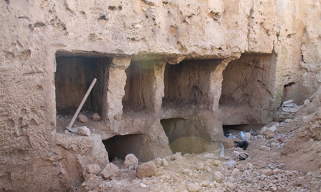 By chance, a Graeco-Roman cemetery has been discovered in Al-Qabari district in Alexandria (Source: Ahram Online).