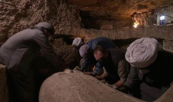 EGYPT Huge discovery as sarcophagus opened after 2,500 years - image on https://alldesingideas.com